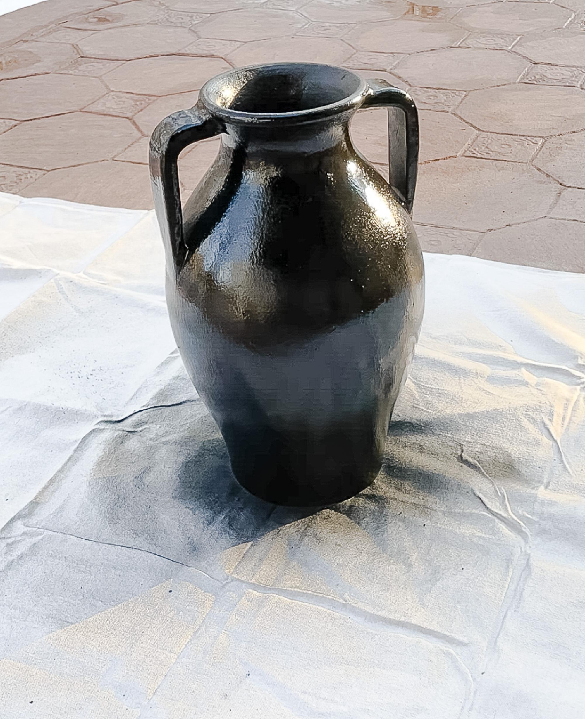 vase painted black